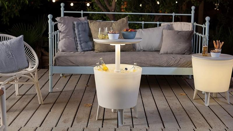 Organiza tu terraza con esta mesa nevera que sirve para almacenar refrescos